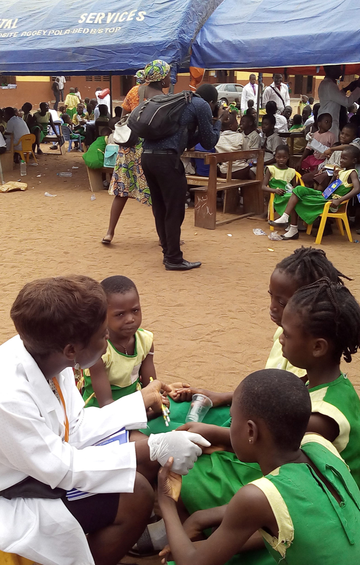 kids-listening-intentively